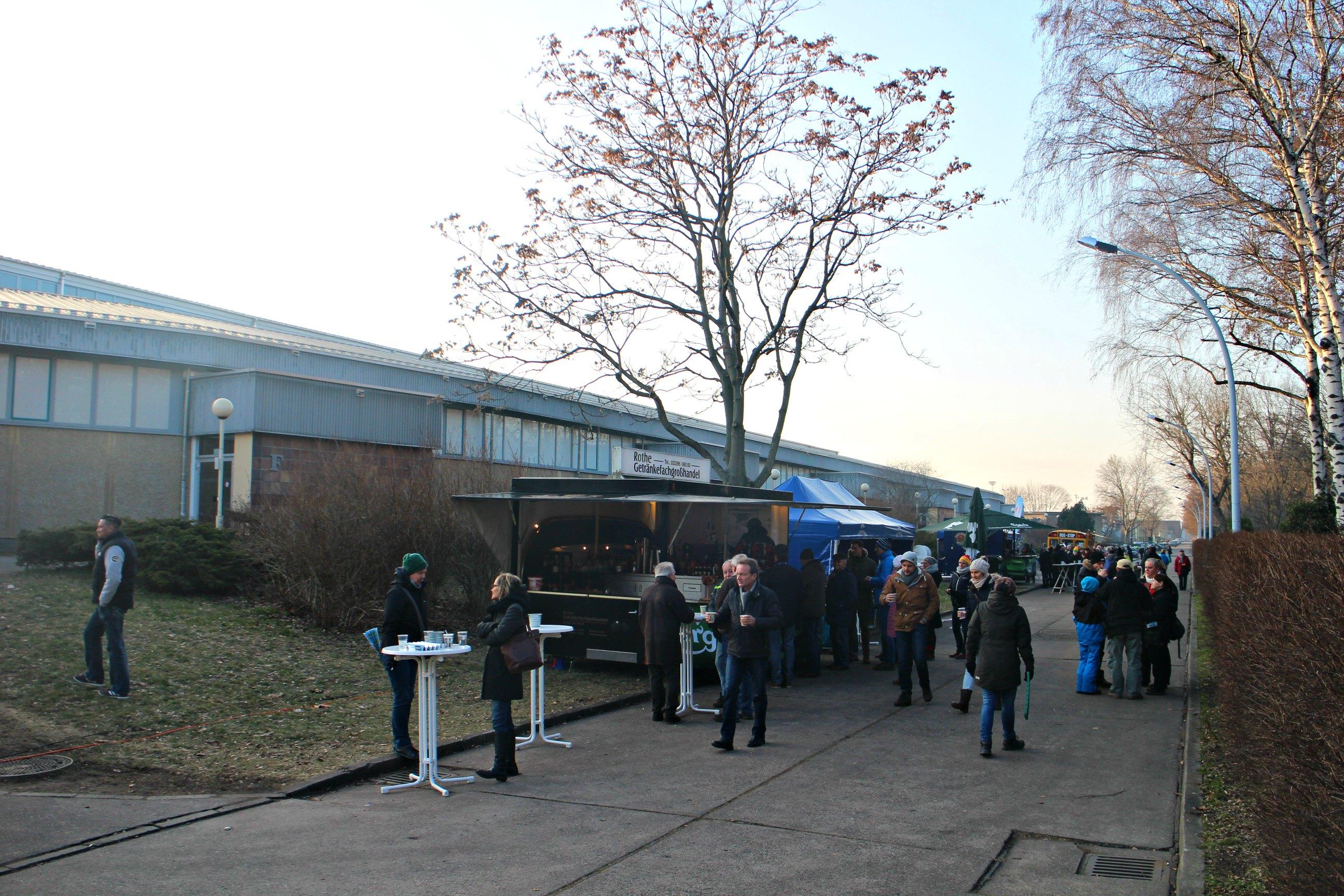 Eettentjes bij ijsstadion Berlijn