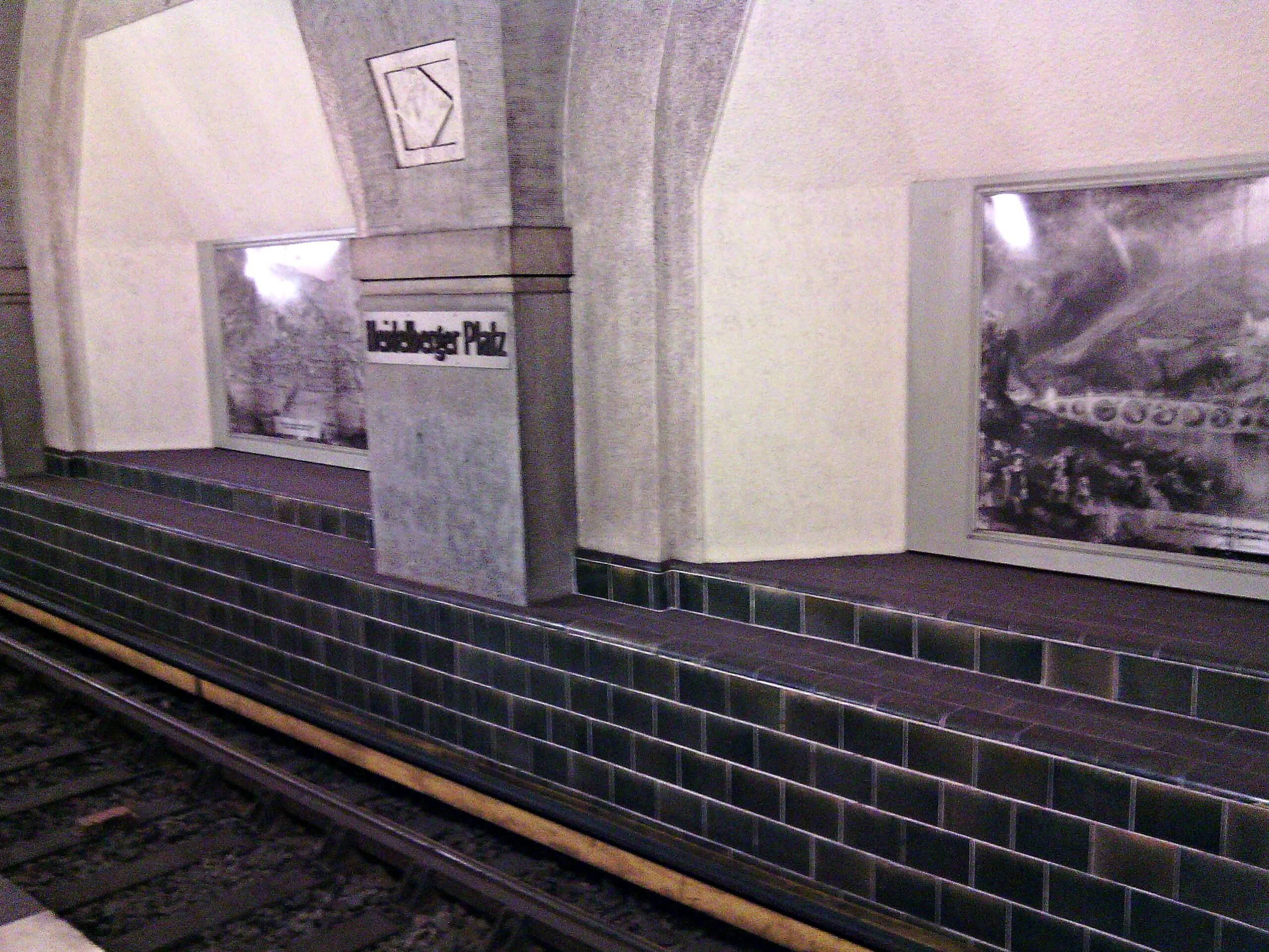 Schilderijen U-Bahn station