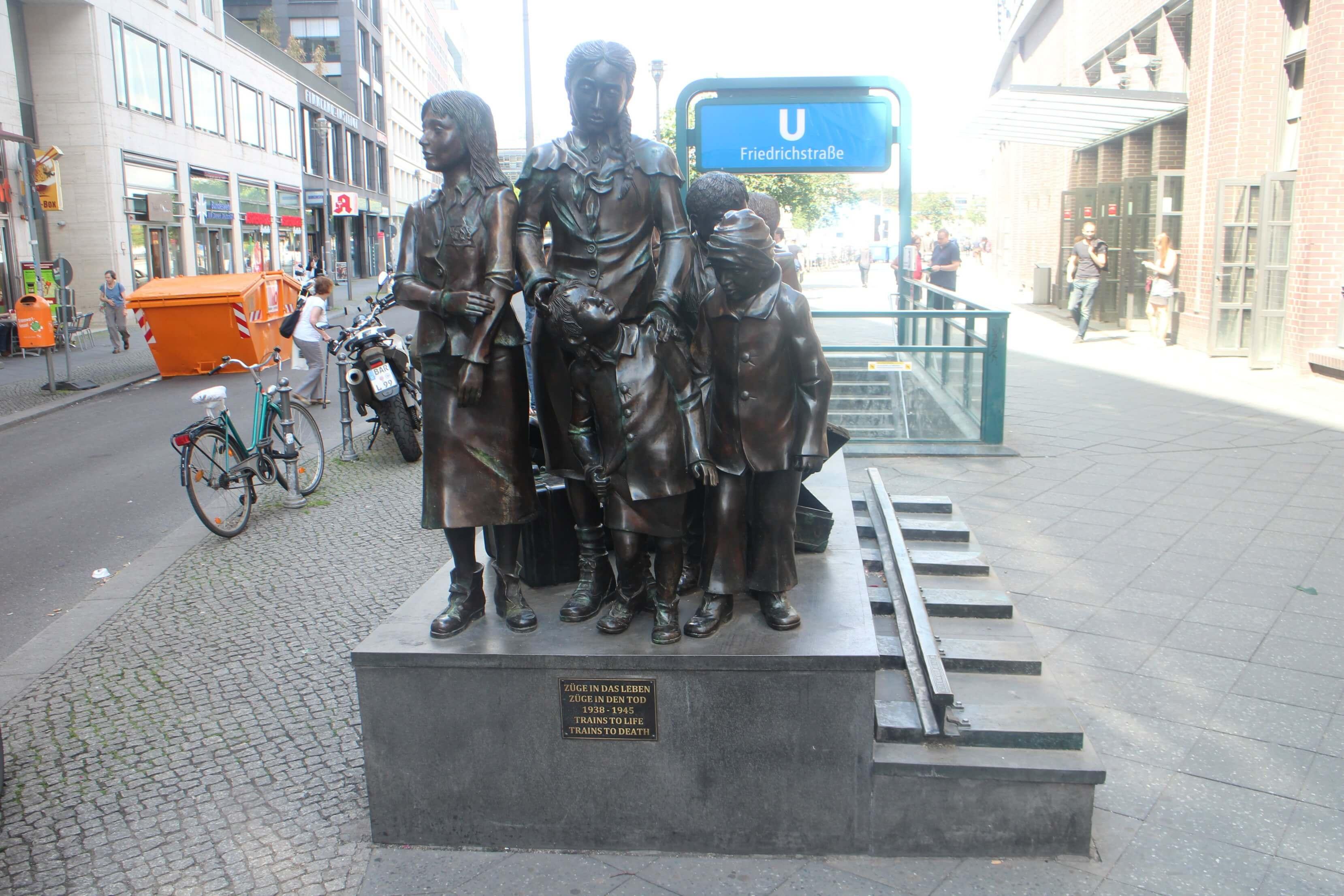 denkmal-trains-to-life-trains-to-death-berlijn